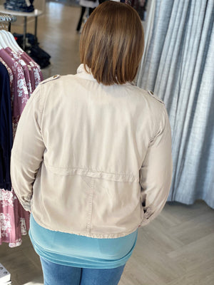 Load image into Gallery viewer, LIGHTWEIGHT CARGO JACKET IN LIGHT STONE