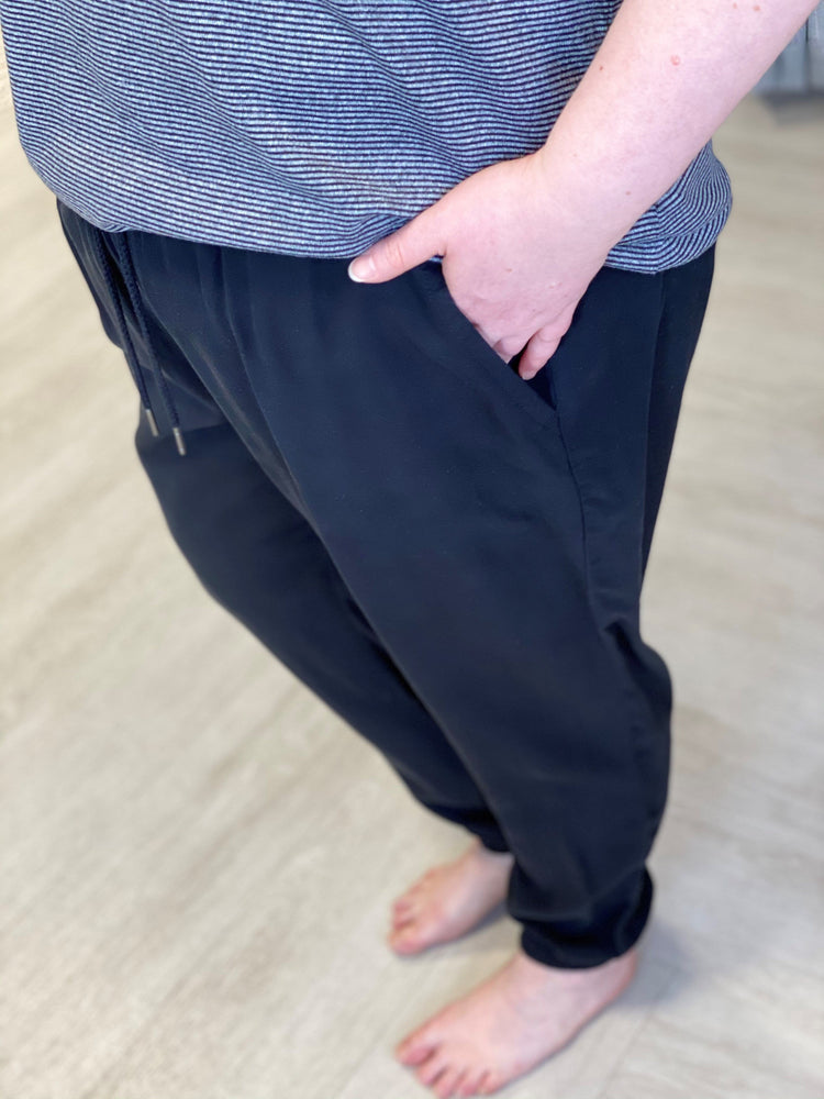 Load image into Gallery viewer, LIGHTWEIGHT DRAWSTRING WAIST JOGGER