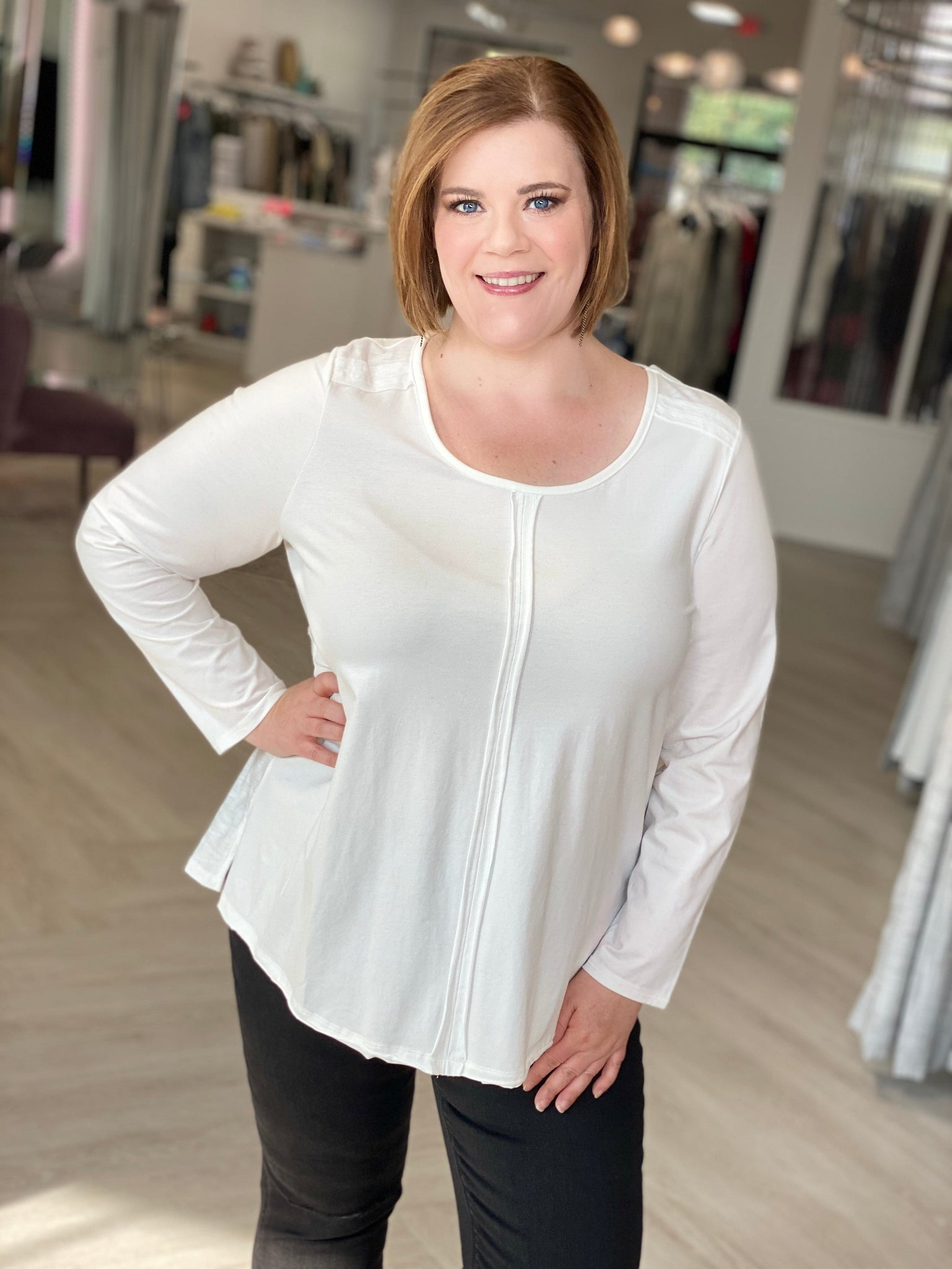 LONG SLEEVE TUNIC TEE WITH GATHERED BACK AND BUTTON DETAIL IN CHALK