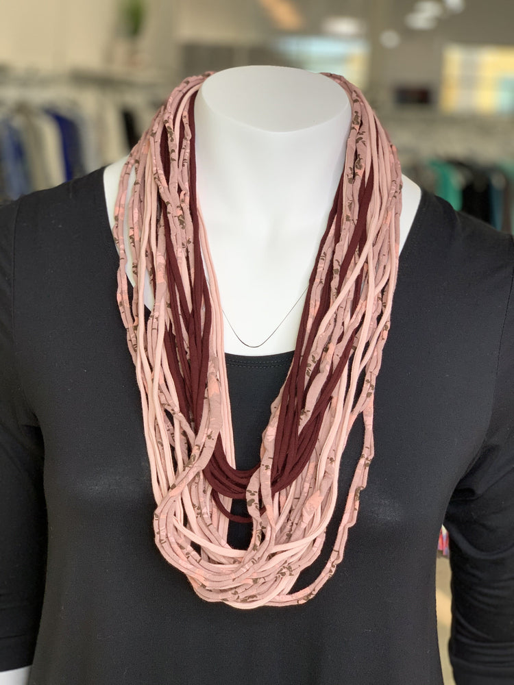 Load image into Gallery viewer, SHORT SHREDDED SCARF