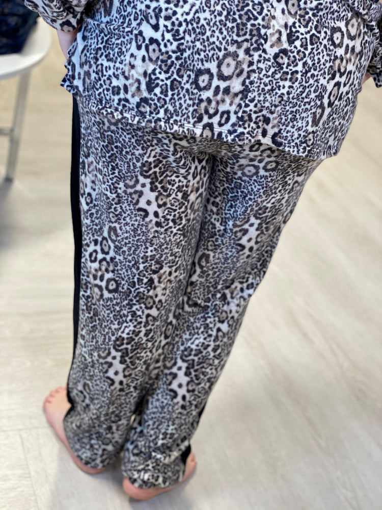 SIDE STRIPE ANIMAL PRINT JOGGER