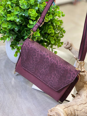 SOLID AND SUBTLE ANIMAL PRINT WALLET