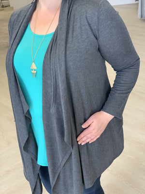 SOLID LIGHTWEIGHT DRAPE FRONT CARDIGAN IN CHARCOAL