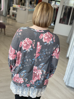 SUPER SOFT FLORAL TEE WITH LACE HEM