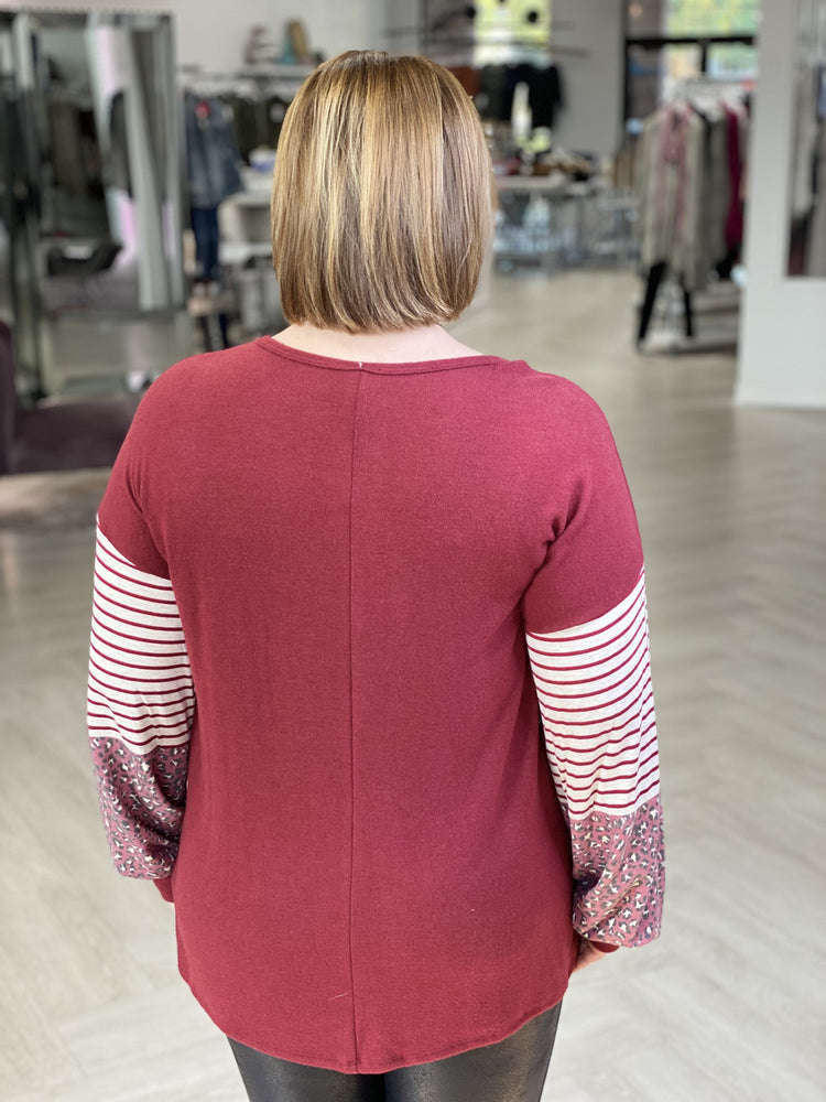SUPER SOFT TEE WITH COLOR BLOCK SLEEVES