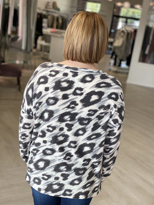V-NECK BRUSHED ANIMAL PRINT TEE