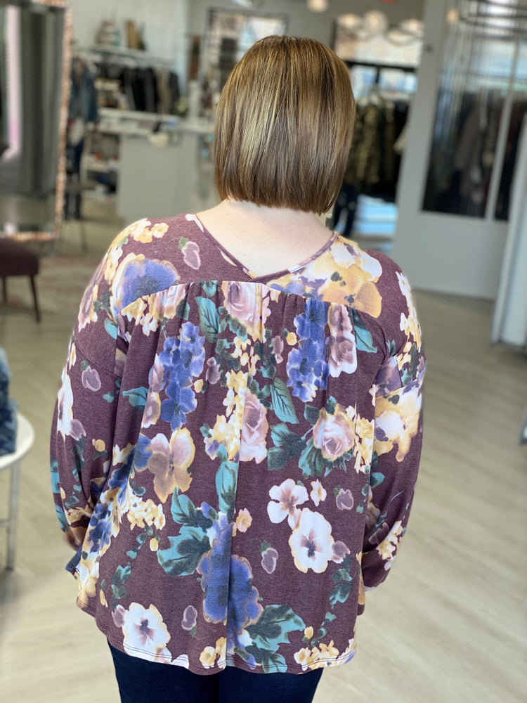 V-NECK RUCHED FLORAL TEE WITH BLOUSEN SLEEVE