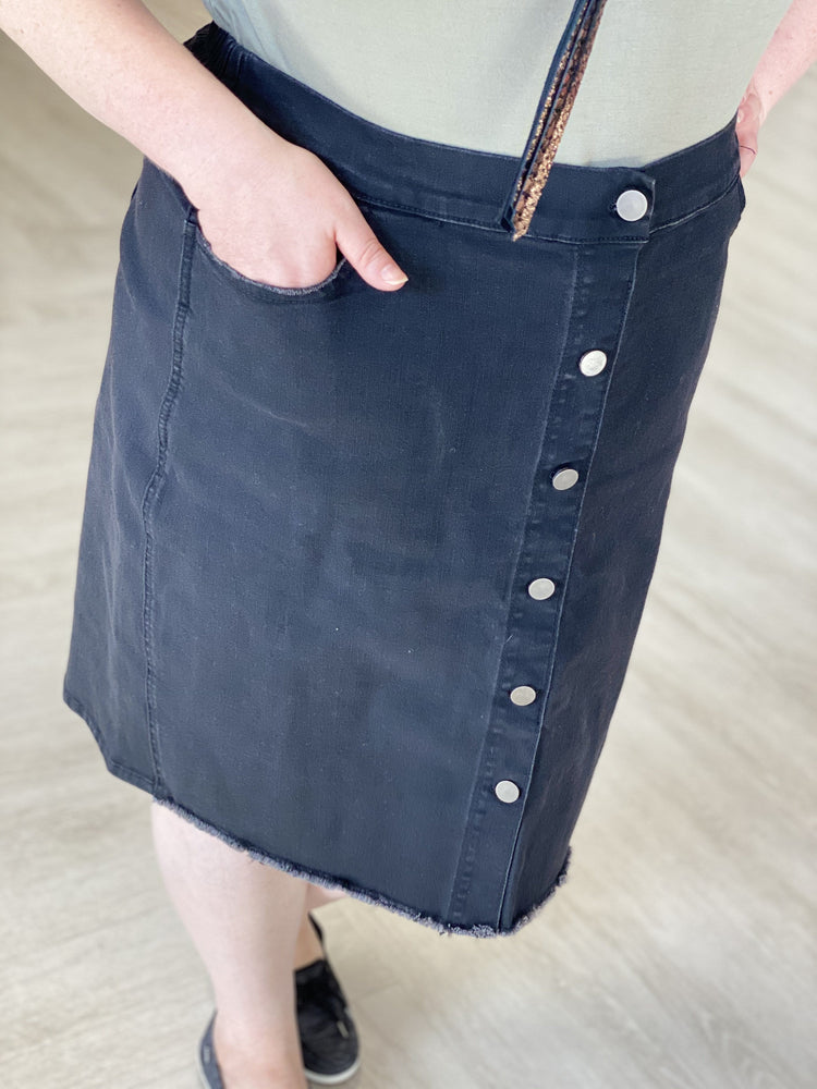 Load image into Gallery viewer, VINTAGE WASH BLACK PENCIL SKIRT