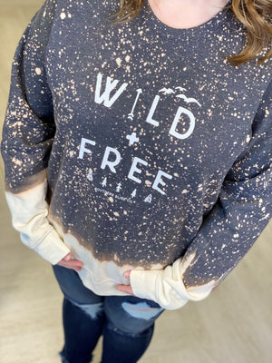 "Load image into Gallery viewer, ""WILD + FREE"" GRAPHIC SWEATSHIRT"