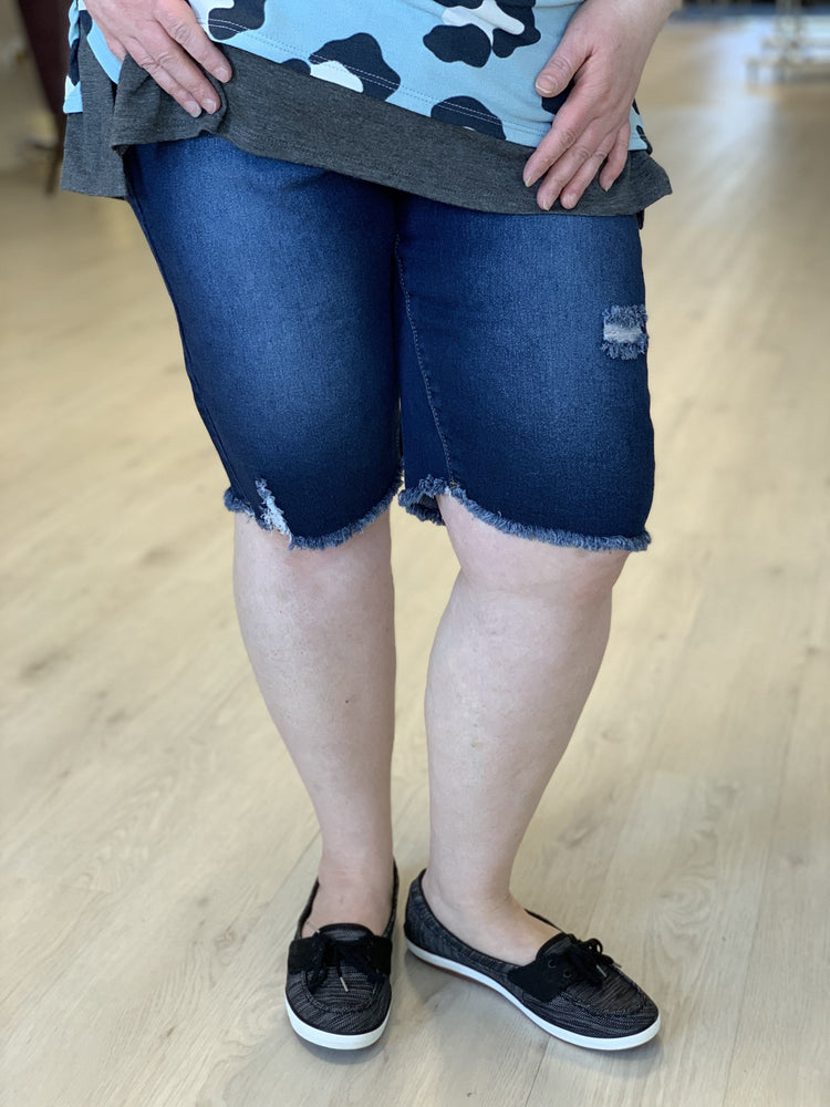 DESTROYED BERMUDA SHORTS WITH FRAYED HEM