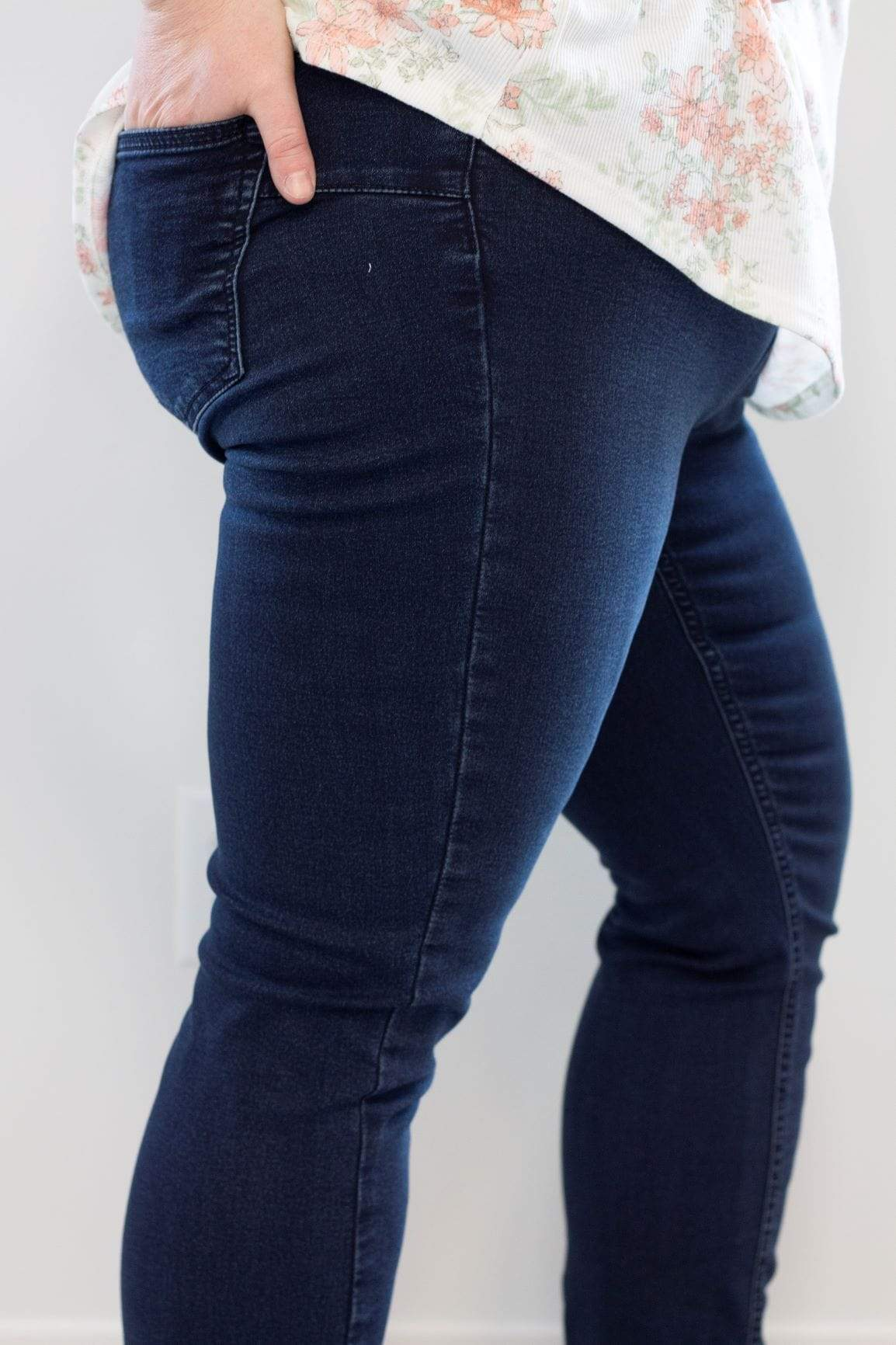 MID-RISE STRETCH SKINNY JEAN