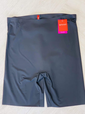 Spanx© Thinstincts® MID-THIGH SHORT