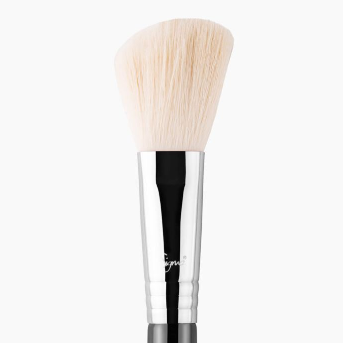 Sigma Beauty F40 – Large Angled Contour Brush