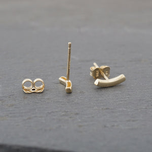 Curved Bar 10k Gold Studs