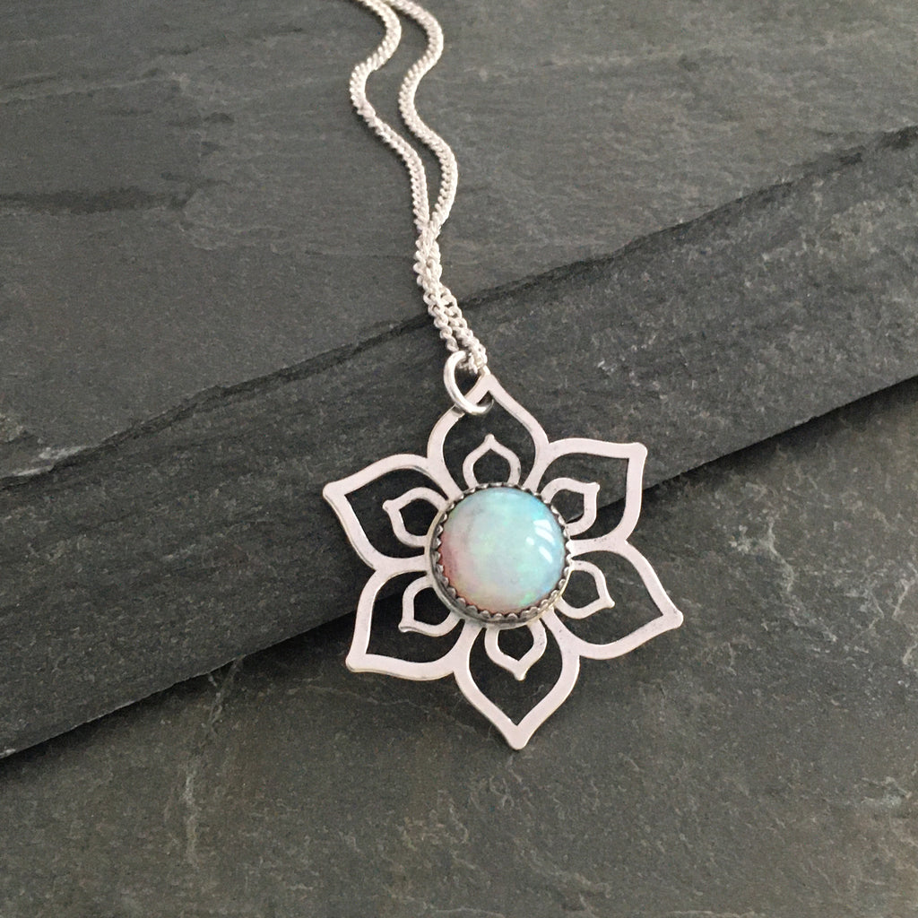 Simple Mandala Flower with set stone