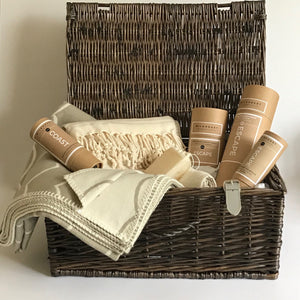 ory & Ruby luxury organic escape pamper hamper with eight gorgeous organic gifts.