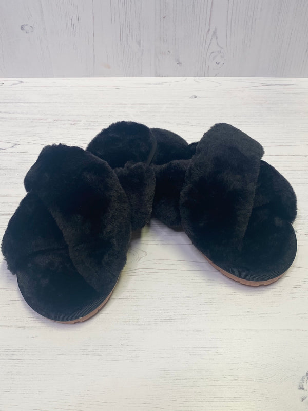 black-slippers