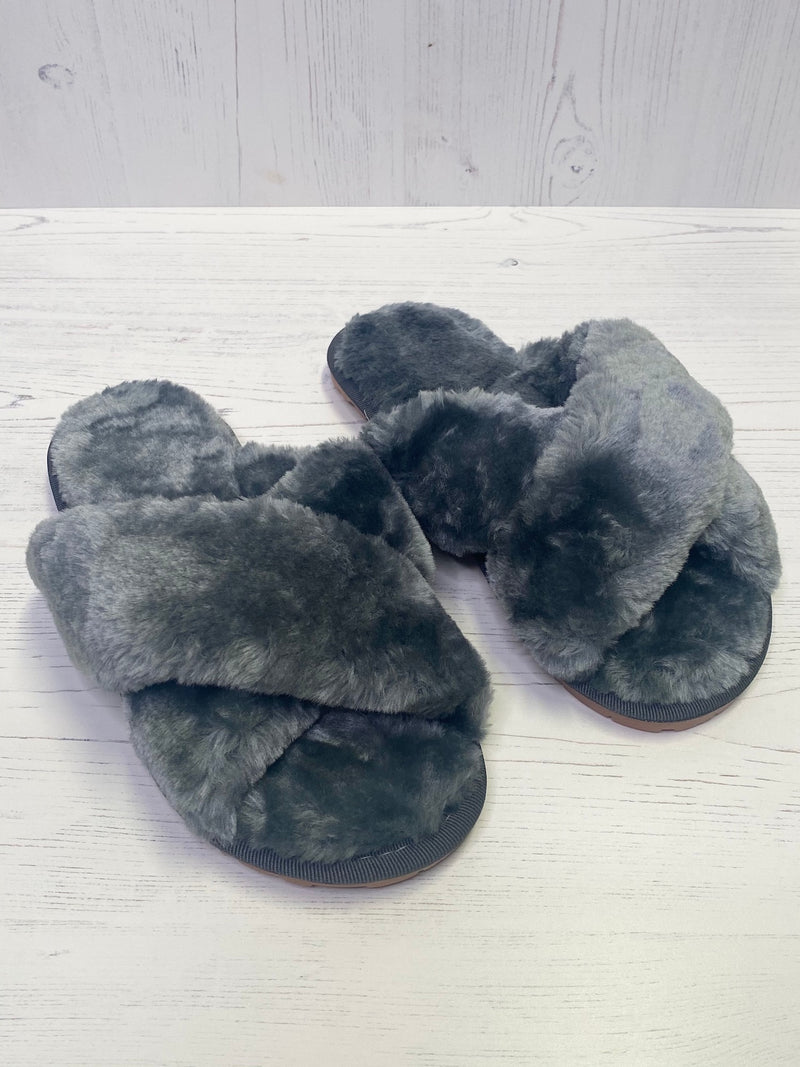 grey-fluffy-slippers