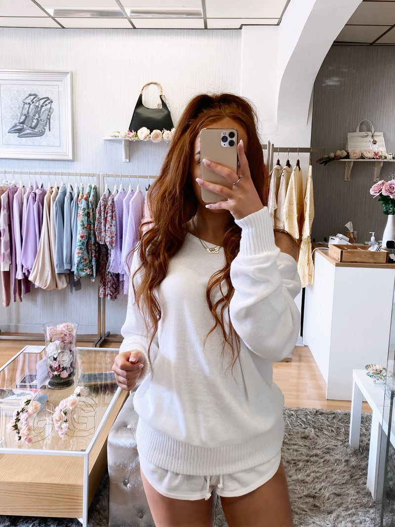 white knitted co-ord