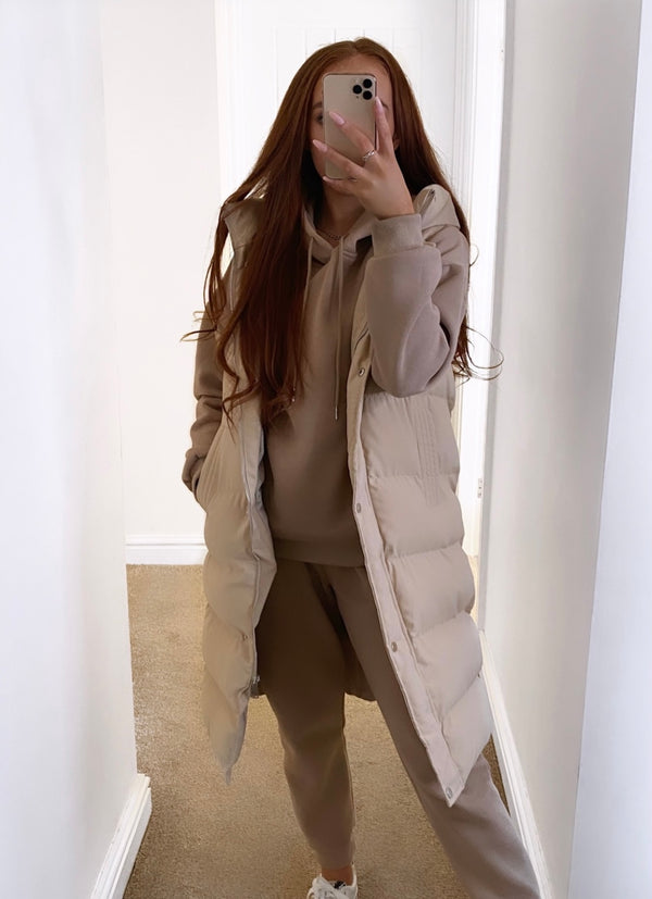 padded-long-gilet-hood-beige