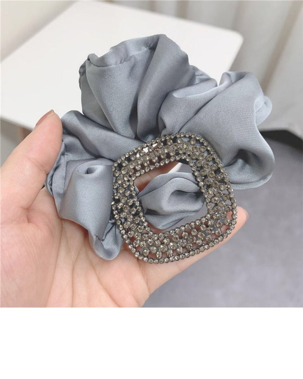 silk-scrunchies-diamate-detail