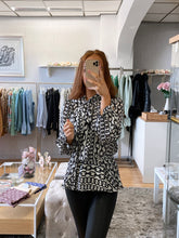 Load image into Gallery viewer, pussy bow peplum blouse chain print black and white