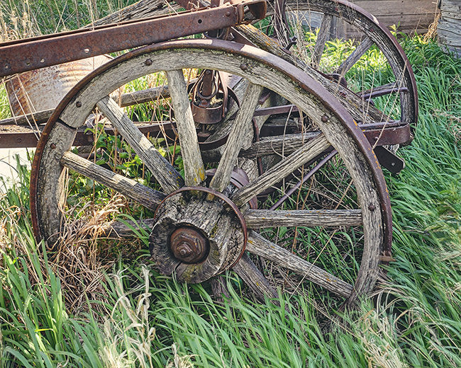 Wooden wagon wheel decor