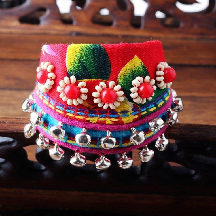 Yunnan ethnic wind bracelet Lijiang specialty cloth hand jewelry small bell dance accessories female bracelet