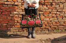 Load image into Gallery viewer, Yunnan ethnic style embroidered Pompom fashion lady shoulder bag big handbag