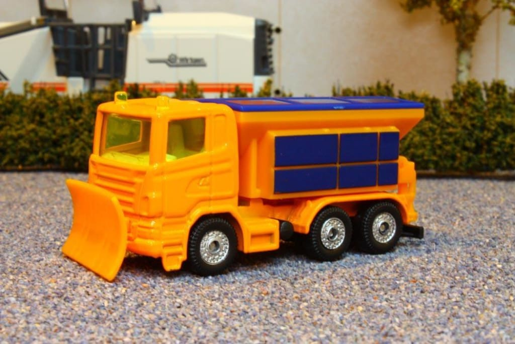 1309 SIKU 187 SCALE TRUCK WITH SNOW PLOUGH AND SALT SPREADER