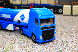 1626 SIKU 187 SCALE VOLVO ARTICULATED LORRY WITH FUEL TANKER