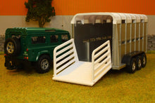 Load image into Gallery viewer, KG1726 KIDS GLOBE LAND ROVER 110 WITH LIVESTOCK TRAILER (COLOUR MAY VARY)