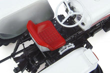 Load image into Gallery viewer, UH4884 David Brown 995 (1972) 1:16 Scale - aerial view of seat and controls