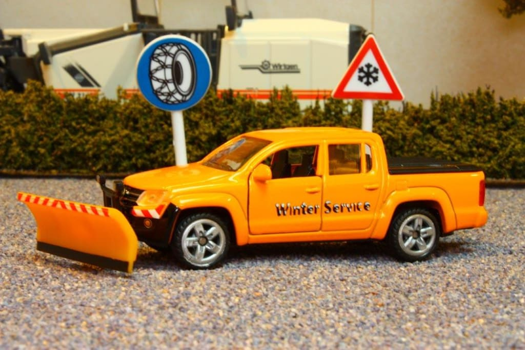 2546 Siku 155 Scale Vw Amarok 4Wd Winter Service Vehicle With 2 Road Signs Tractors And Machinery