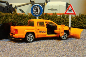2546 SIKU 155 SCALE VW AMAROK 4WD WINTER SERVICE VEHICLE WITH 2 ROAD SIGNS