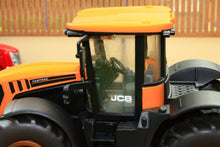 Load image into Gallery viewer, 3288 Siku Weathered Jcb Fastrac 4000 Weathered Models (1:32 Scale)