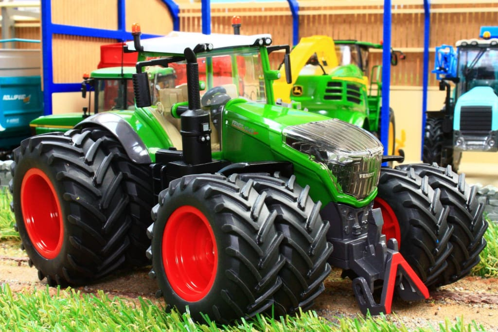 3289 Siku Fendt 1042 Vario Tractor With Dual Wheels Tractors And Machinery (1:32 Scale)