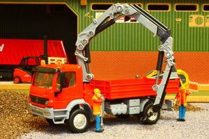 3534 SIKU 150 SCALE MERCEDES ATEGO TRUCK WITH CRANE AND 2 WORKMEN