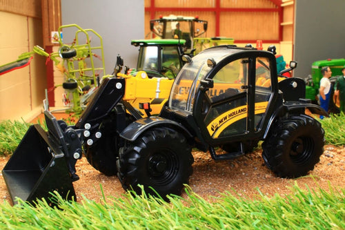 42363 Britains New Holland TH 7-42 Telehandler - front left view