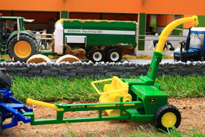 43152A1 John Deere 3765 Trailed Forage Harvester
