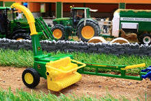 Load image into Gallery viewer, 43152A1 John Deere 3765 Trailed Forage Harvester
