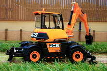 Load image into Gallery viewer, 43178 Britains Jcb Hydradig C110M Tractors And Machinery (1:32 Scale)