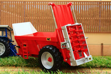 Load image into Gallery viewer, 43181 Britains Nc Rear Discharge Manure Spreader Tractors And Machinery (1:32 Scale)