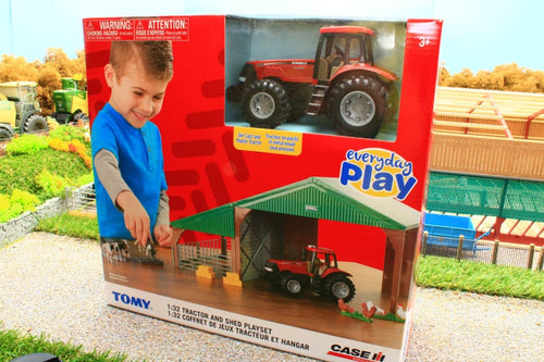 47019 BRITAINS FARM SHED, ANIMALS AND CASE TRACTOR PLAY SET