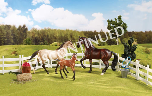 BR61061 Breyer Classic - Sport Horse Family (1:12 scale)