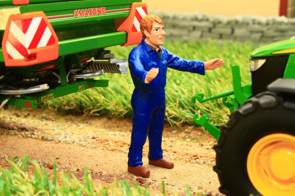 AT32131 AT COLLECTIONS JACK THE FARMER FIGURE WITH OUTSTRETCHED ARMS