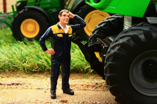 AT32134 AT COLLECTIONS FARMER STEVEN FIGURE SCRATCHING HEAD