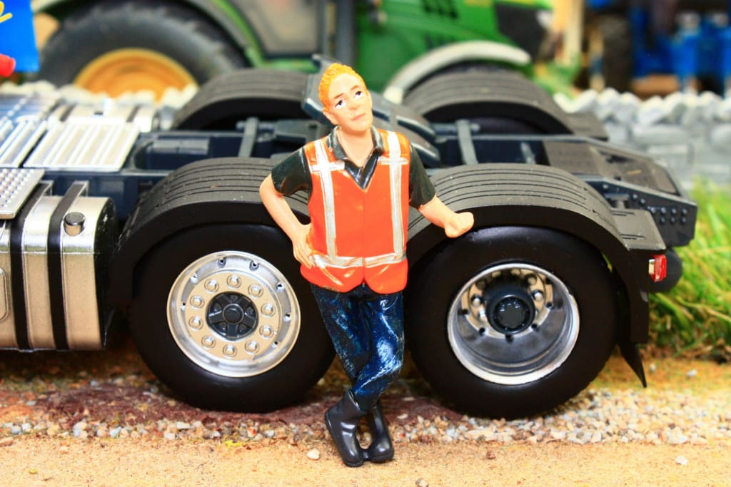 AT32147 AT COLLECTIONS WORKS FIGURE LEANING