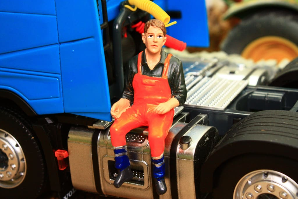 AT32148 AT COLLECTIONS MACHINERY OPERATOR FIGURE