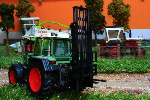 Bev012 Bevro Forklift Attachment In Black Tractors And Machinery (1:32 Scale)